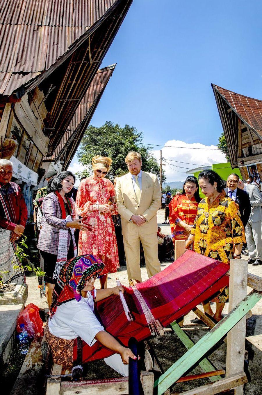 La reine Maxima et le roi Willem-Alexander des Pays-Bas sur l'île de Sumatra, le 12 mars 2020