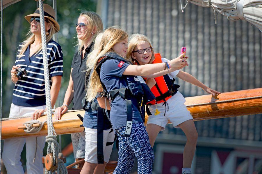 La princesse Alexia des Pays-Bas et ses cousines Luana et Zaria au Sail Amsterdam, le 22 août 2015