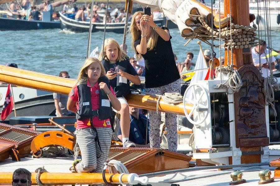 La princesse Catharina-Amalia des Pays-Bas avec la princesse Mabel et sa fille Luana au Sail Amsterdam, le 22 août 2015