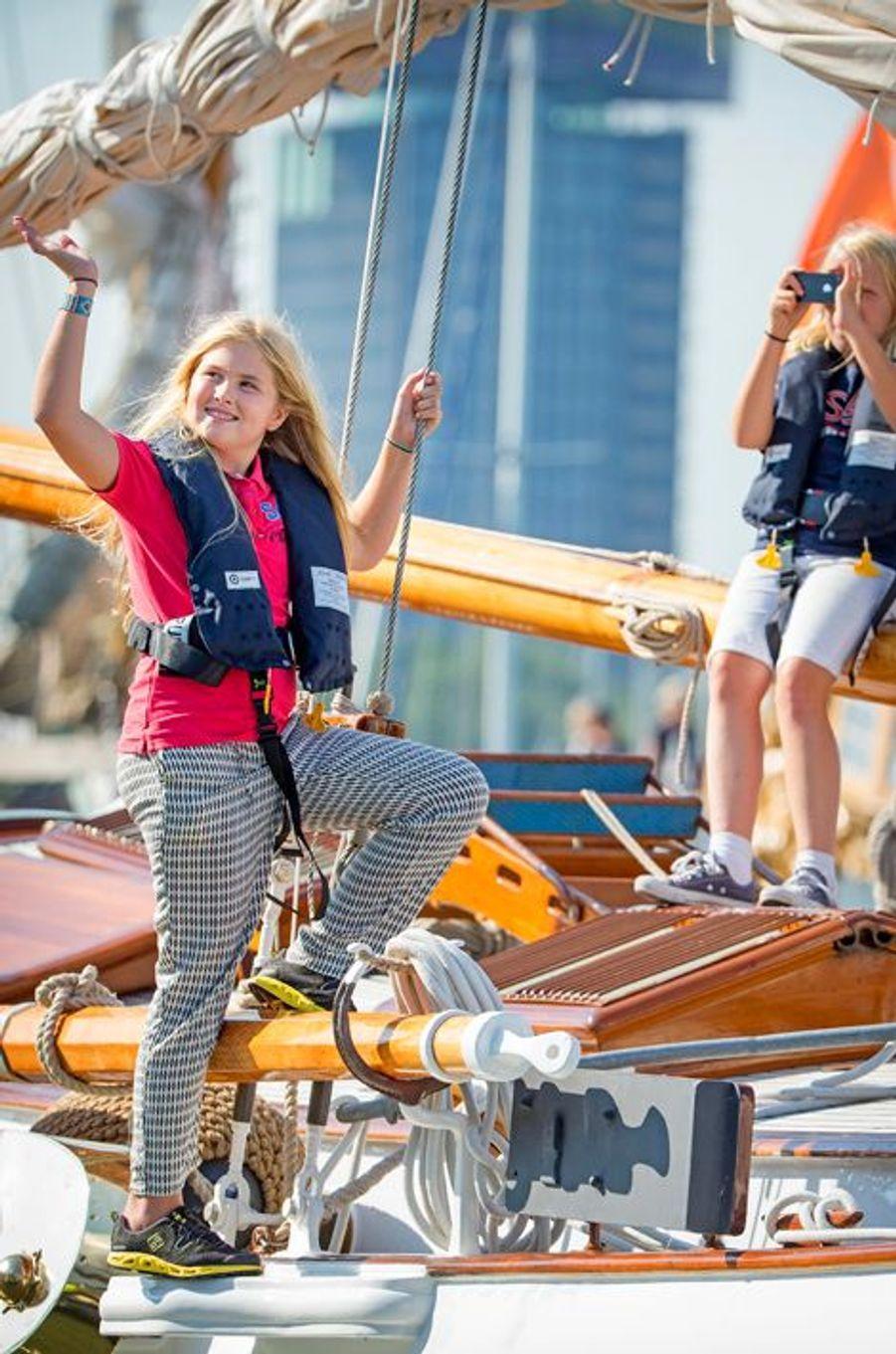 La princesse Catharina-Amalia et sa cousine Luana au Sail Amsterdam, le 22 août 2015