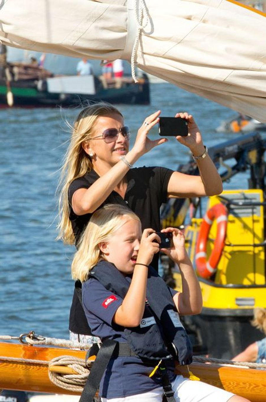 La princesse Mabel et sa fille Luana au Sail Amsterdam, le 22 août 2015