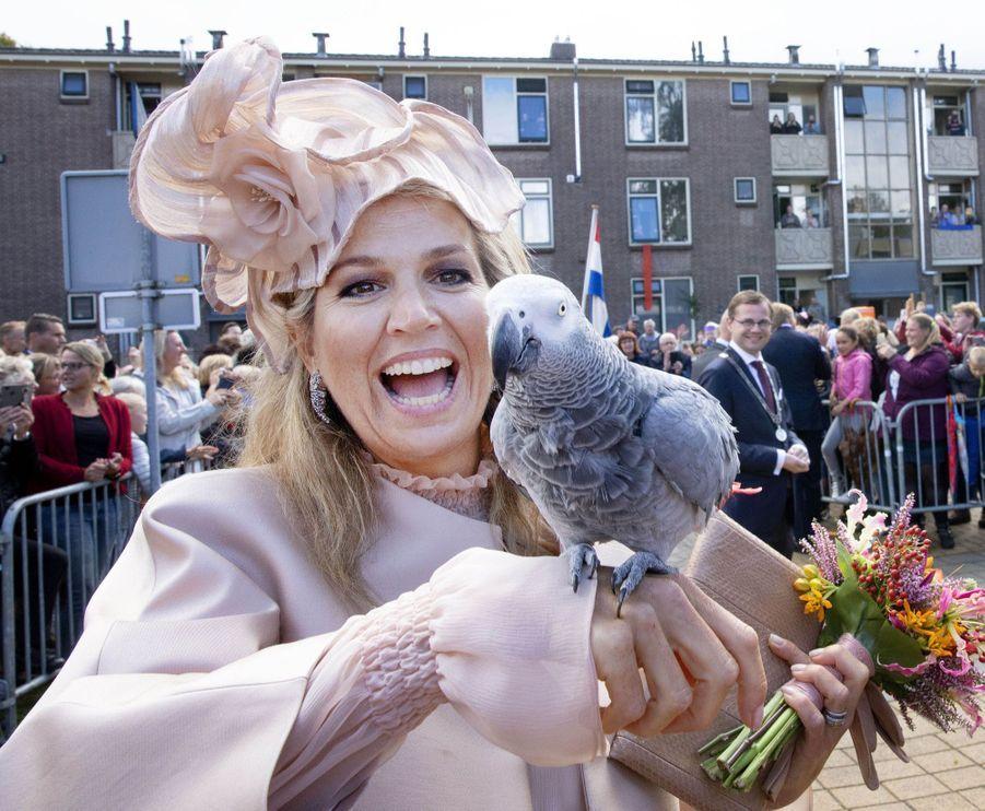 La reine Maxima des Pays-Bas et le perroquet Amalia à Meppel, le 18 septembre 2019