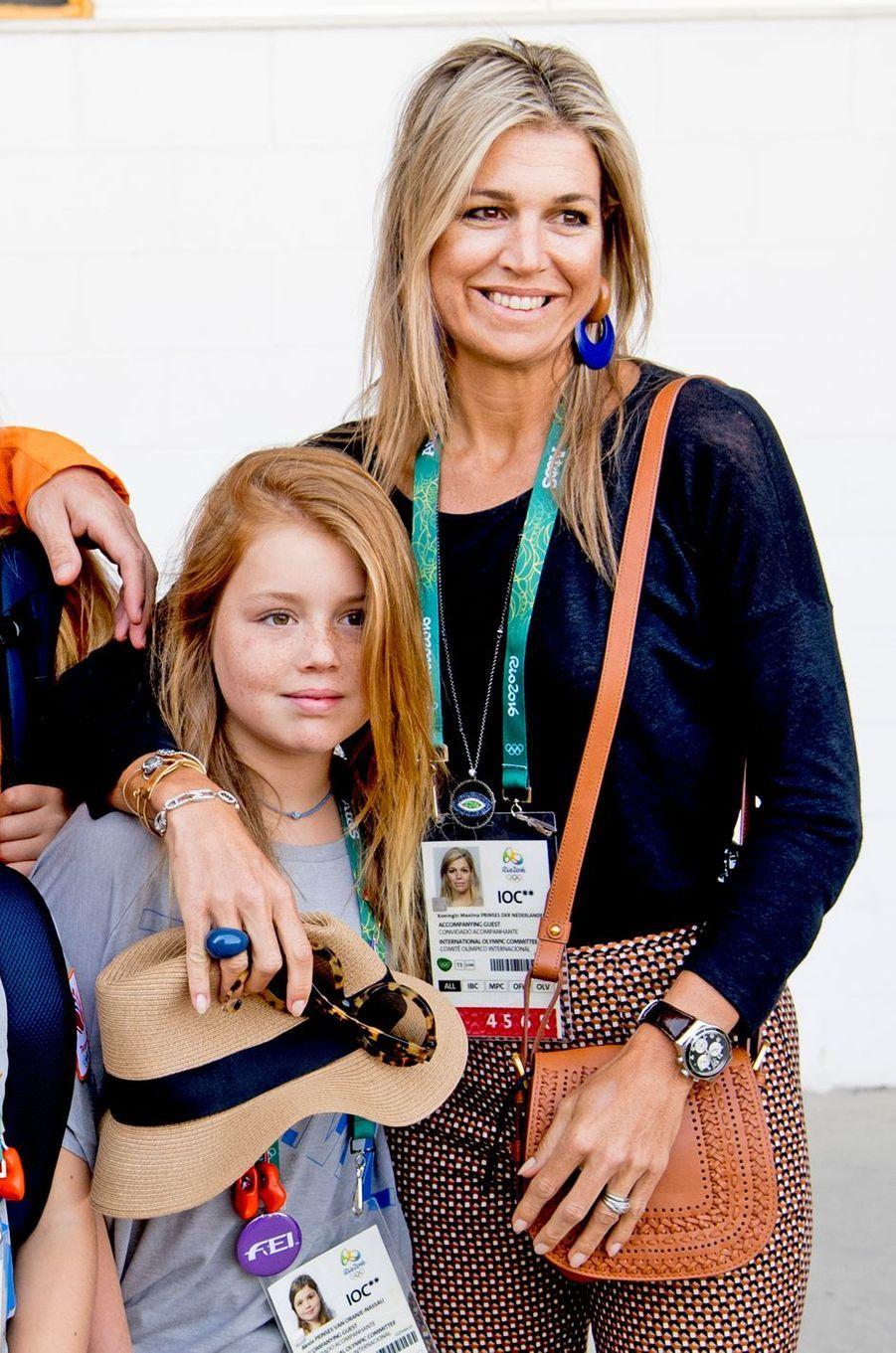 La reine Maxima des Pays-Bas, avec sa fille Alexia, aux JO de Rio, le 17 août 2016