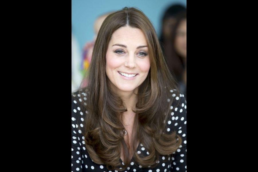 Le mercredi 18 mars 2015, la duchesse de Cambridge, née Kate Middleton, était en visite dans le sud-est de Londres pour soutenir l'association Home Start, qui vient en aide aux jeunes familles. L'occasion pour l'épouse du prince William de révéler que son accouchement était prévu dans la deuxième quinzaine d'avril.