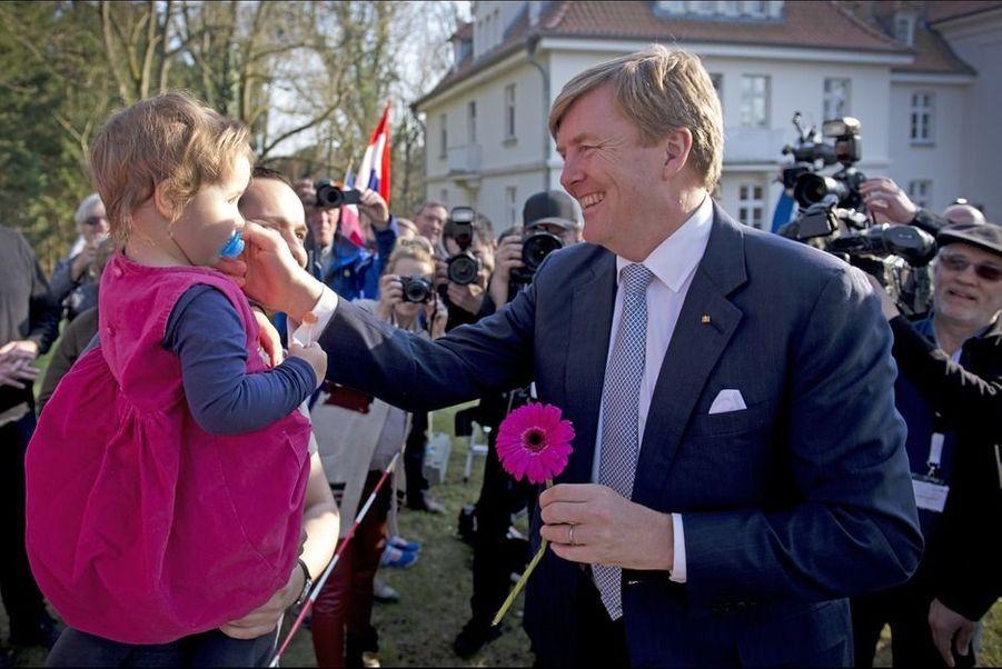 Le jeudi 19 mars 2015, la reine Maxima et le roi Willem-Alexander des Pays-Bas ont effectué leur premier jour de visite officielle dans les länder du nord de l'Allemagne.