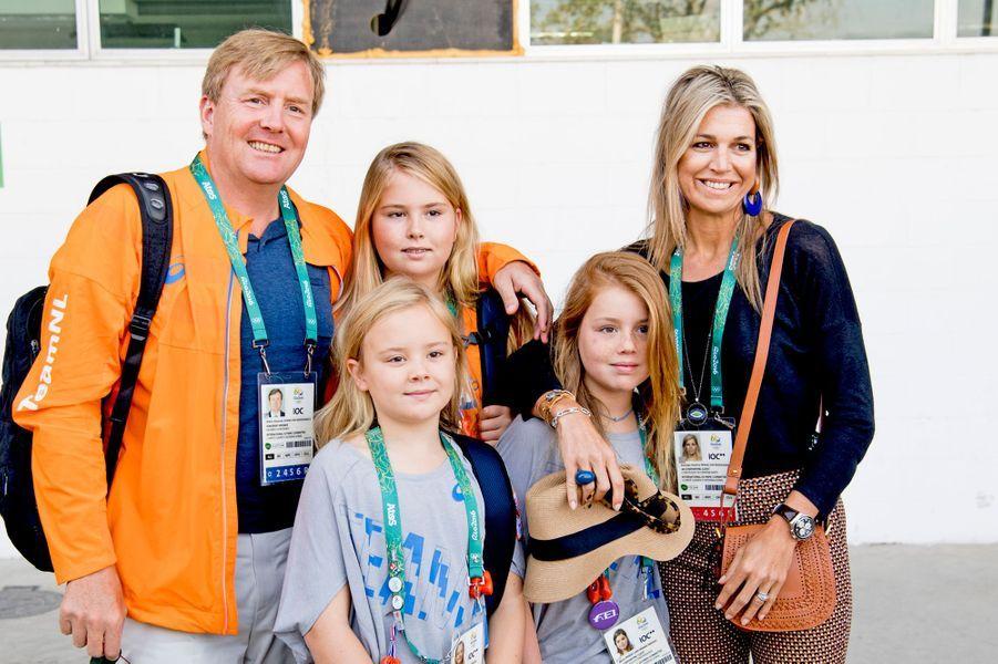 La reine Maxima et le roi Willem-Alexander des Pays-Bas avec leurs filles aux JO de Rio, le 17 août 2016