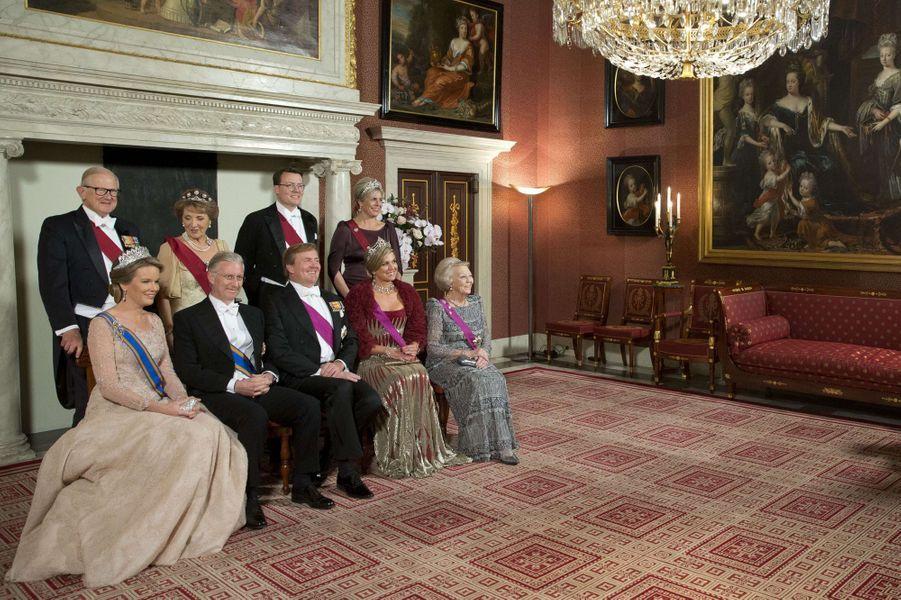 La famille royale des Pays-Bas avec la reine Mathilde et le roi Philippe de Belgique à Amsterdam, le 28 novembre 2016
