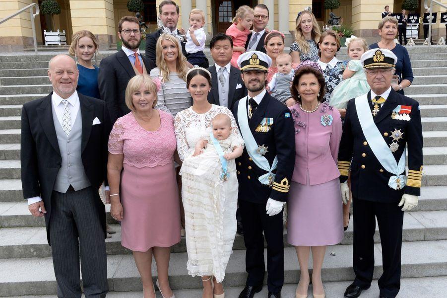 La photo de famille lors du baptême du prince Alexander de Suède à Stockholm, le 9 septembre 2016