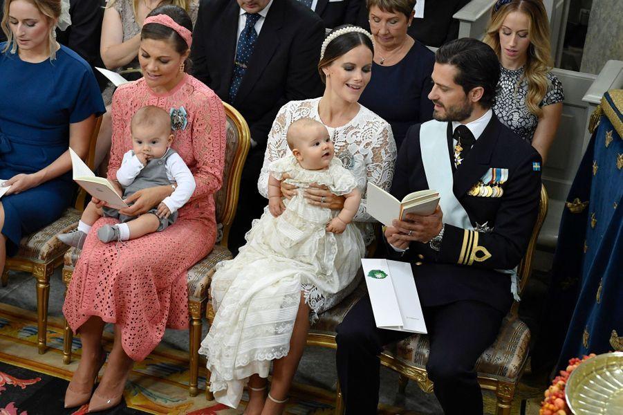 Le prince Alexander de Suède avec ses parents, la princesse Victoria et son fils Oscar à Stockholm, le 9 septembre 2016