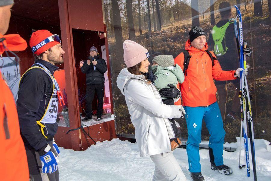 Le prince Carl Philip de Suède avec la princesse Sofia et le prince Gabriel à Mora, le 3 mars 2019