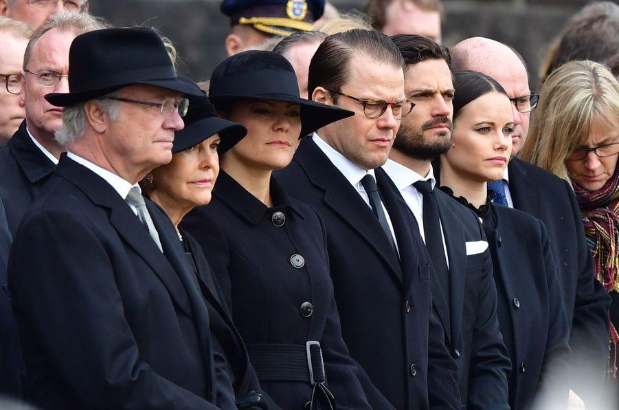 La Famille Royale De Suède Rend Hommage Aux Victimes De L'attentat De Stockholm 1