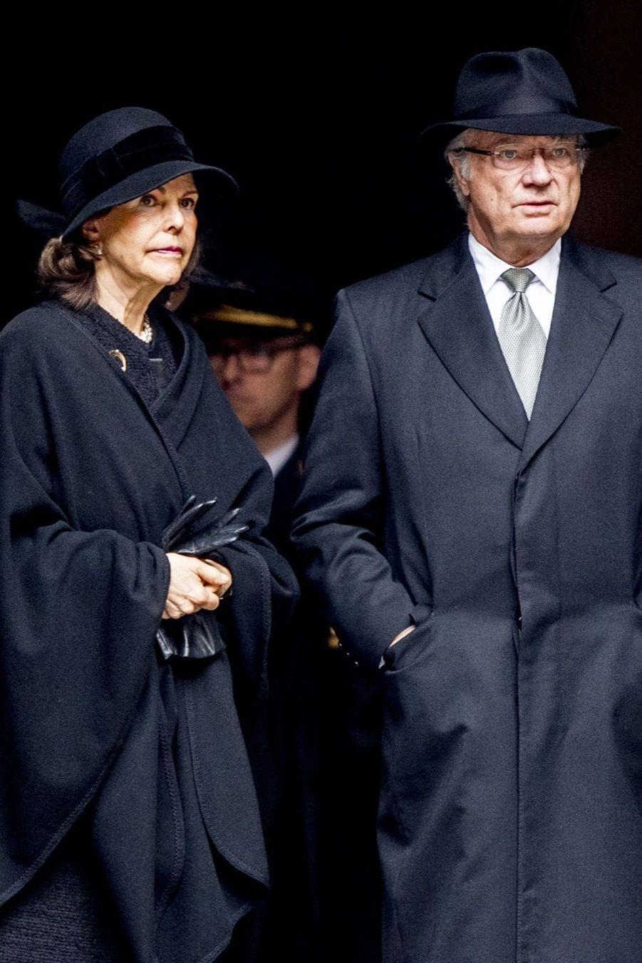 La Famille Royale De Suède Rend Hommage Aux Victimes De L'attentat De Stockholm 11