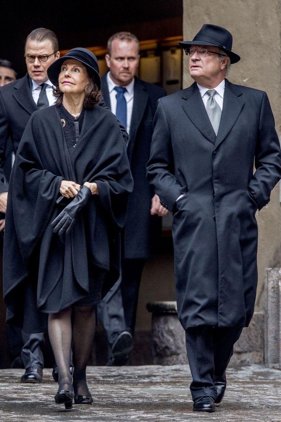 La Famille Royale De Suède Rend Hommage Aux Victimes De L'attentat De Stockholm 12