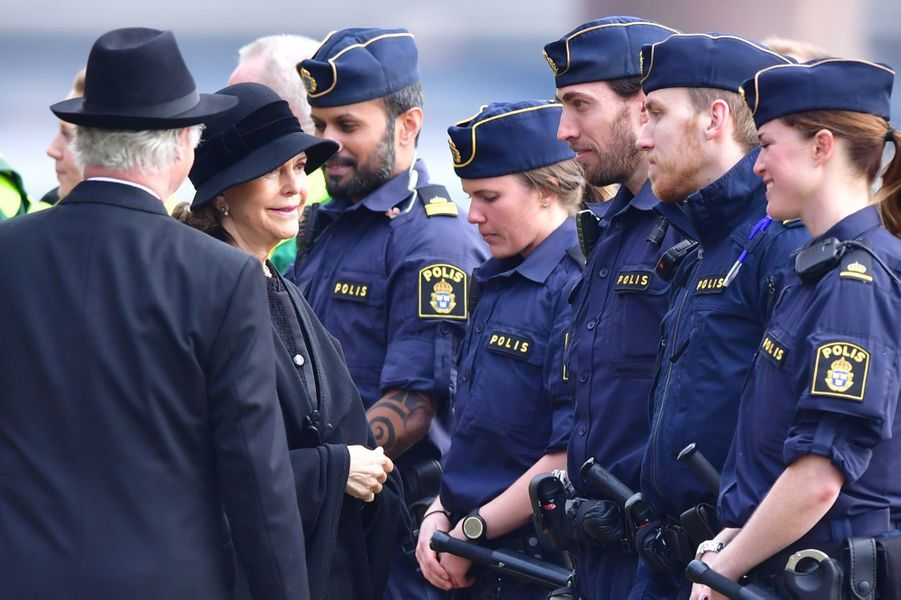 La Famille Royale De Suède Rend Hommage Aux Victimes De L'attentat De Stockholm 13
