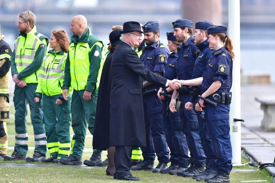 La Famille Royale De Suède Rend Hommage Aux Victimes De L'attentat De Stockholm 15