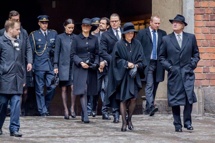 La Famille Royale De Suède Rend Hommage Aux Victimes De L'attentat De Stockholm 17