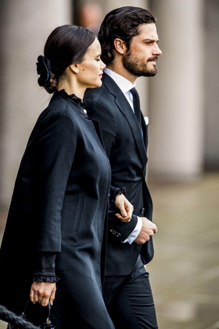 La Famille Royale De Suède Rend Hommage Aux Victimes De L'attentat De Stockholm 18