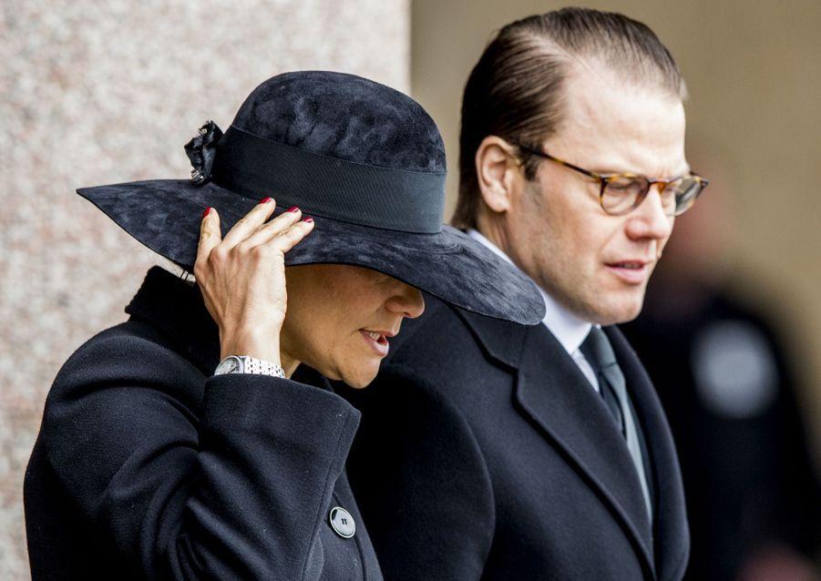 La Famille Royale De Suède Rend Hommage Aux Victimes De L'attentat De Stockholm 19