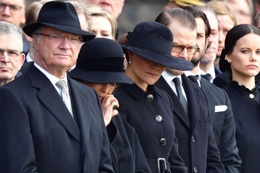 La Famille Royale De Suède Rend Hommage Aux Victimes De L'attentat De Stockholm 2