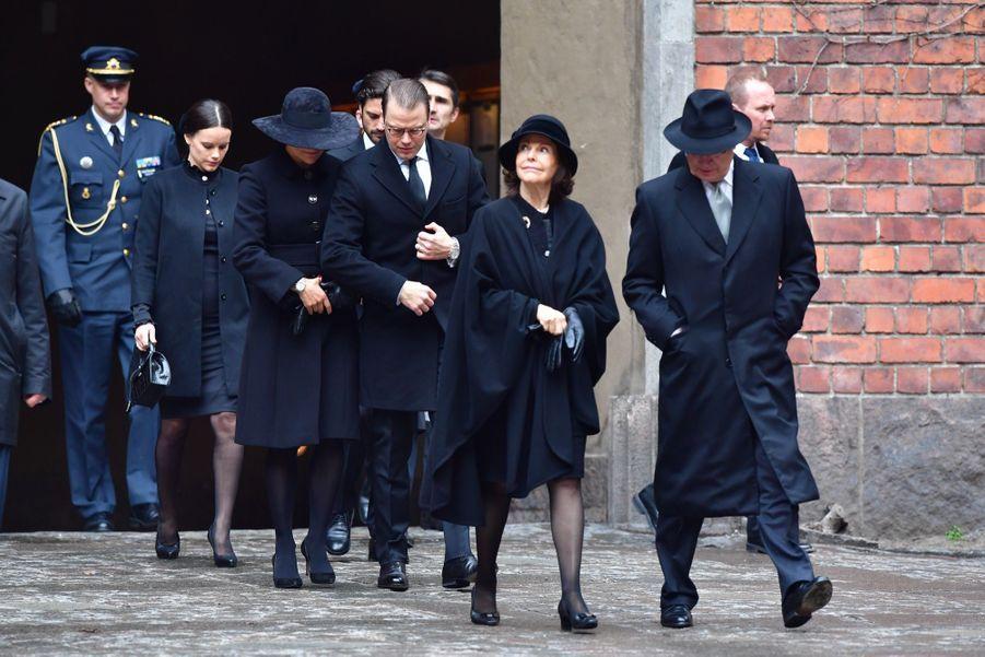 La Famille Royale De Suède Rend Hommage Aux Victimes De L'attentat De Stockholm 7