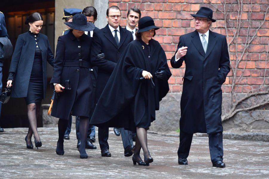 La Famille Royale De Suède Rend Hommage Aux Victimes De L'attentat De Stockholm 9