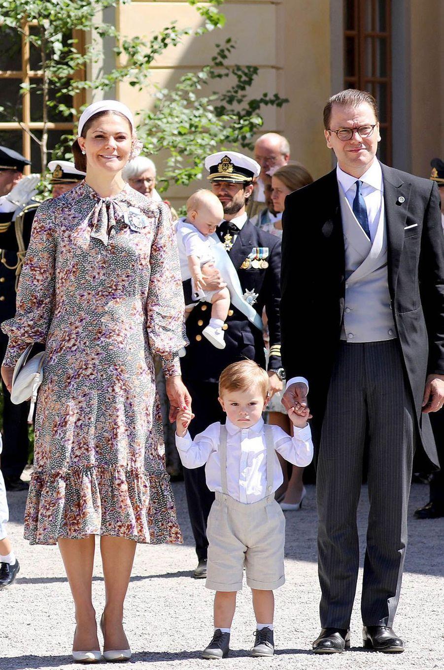 La princesse Victoria de Suède et le prince Daniel avec leur fils Oscar à Stockholm, le 8 juin 2018