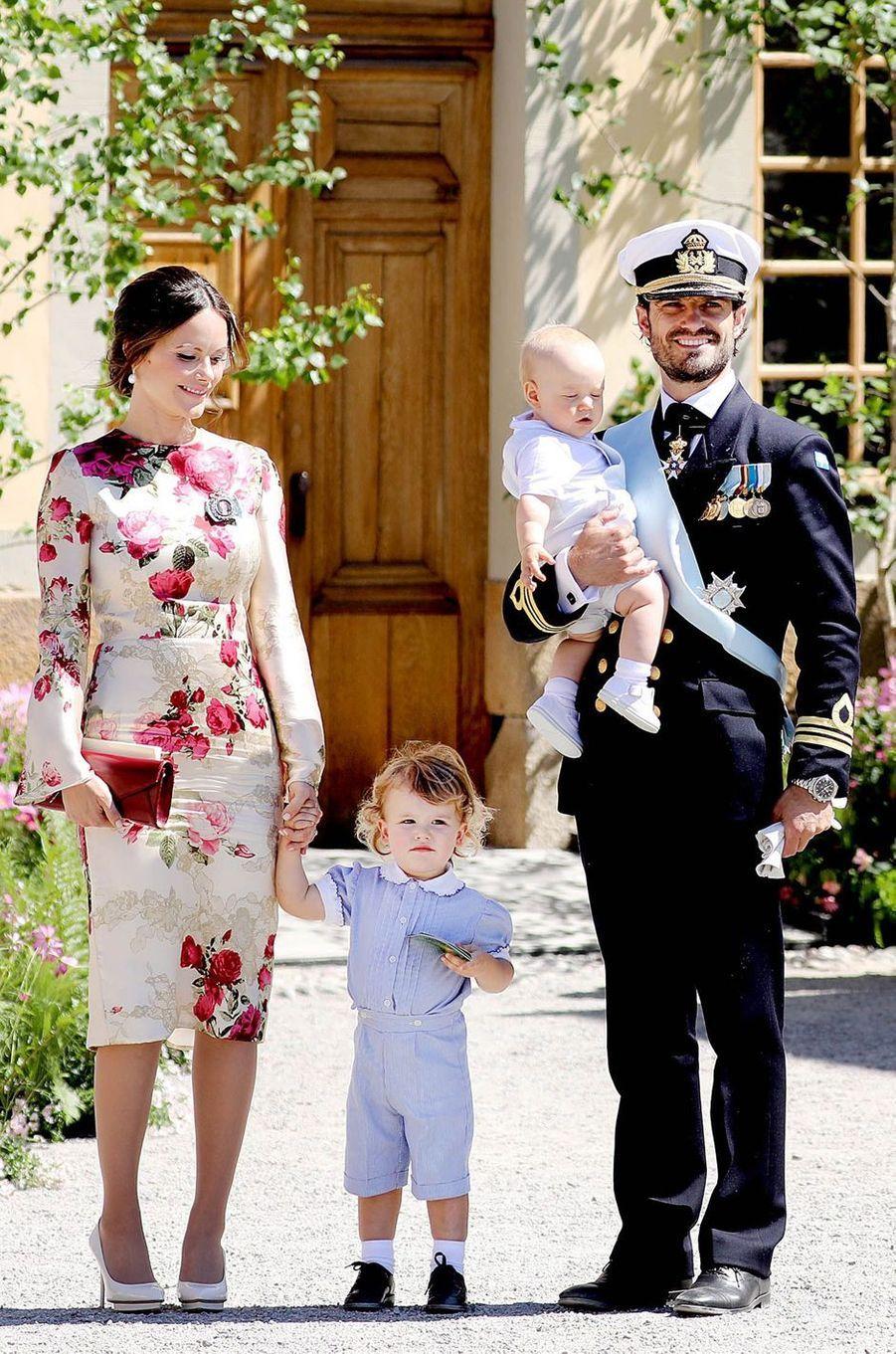 La princesse Sofia de Suède et le prince Carl Philip avec leurs fils Alexander et Gabriel à Stockholm, le 8 juin 2018