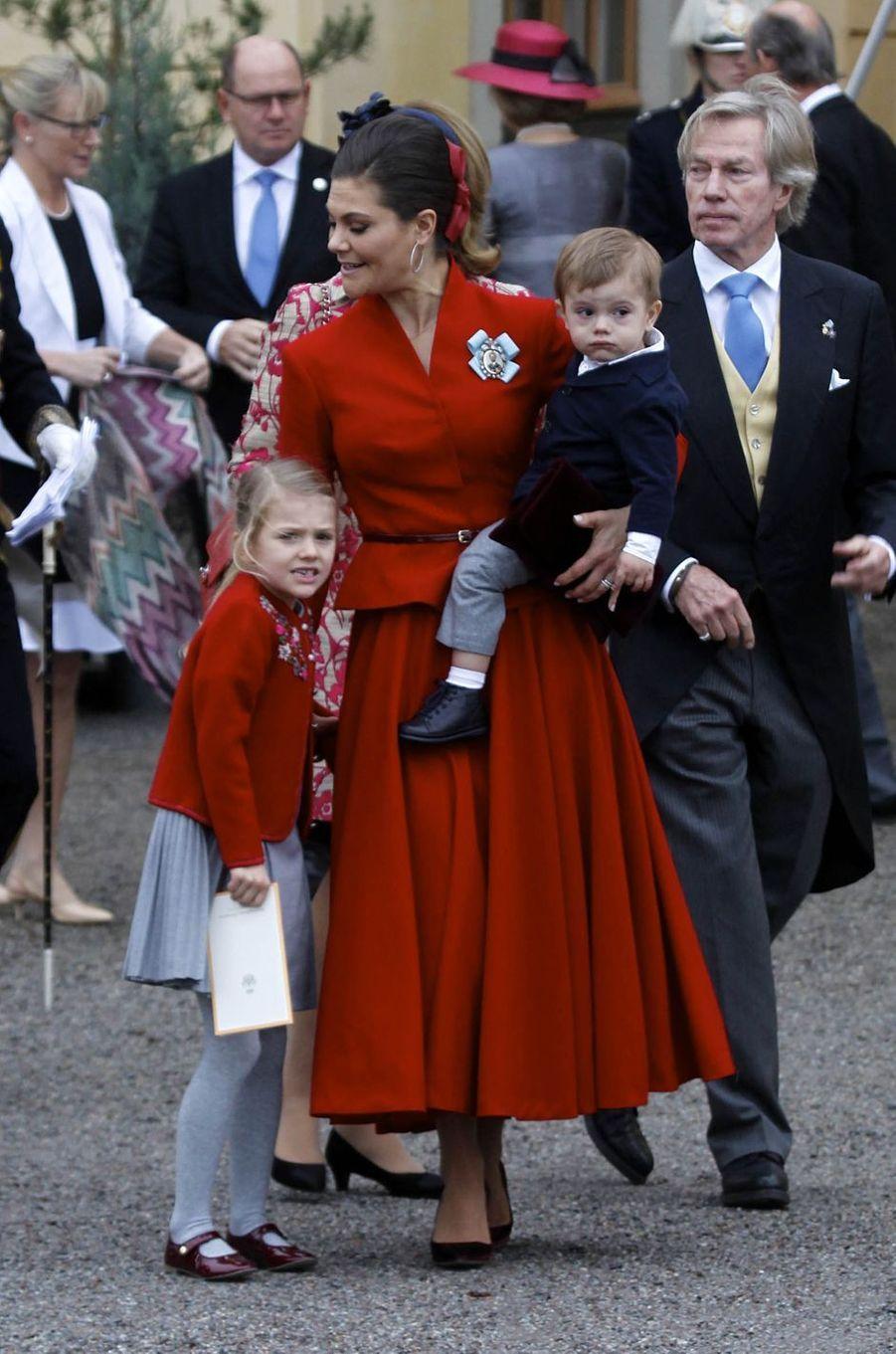 La princesse Victoria de Suède avec ses enfants la princesse Estelle et le prince Oscar à Stockholm, le 1er décembre 2017