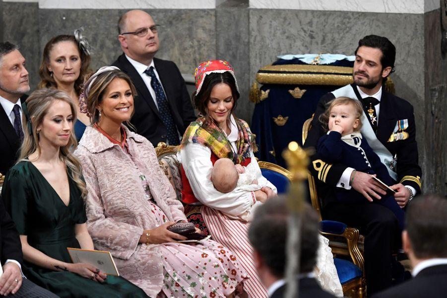 Le prince Gabriel de Suède avec ses parents et deux de ses marraines à Stockholm, le 1er décembre 2017