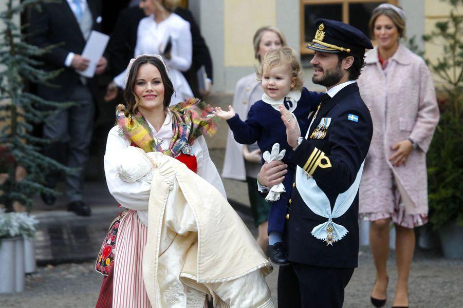 La princesse Sofia et le prince Carl Philip de Suède avec leurs enfants Alexander et Gabriel de Suède à Stockholm, le 1er décembre 2017