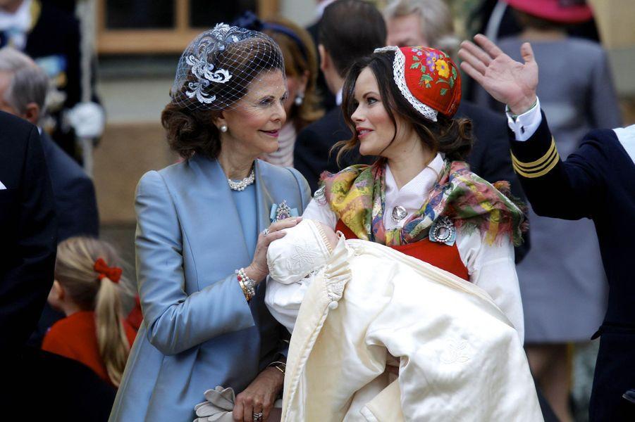 La princesse Sofia et le prince Gabriel de Suède avec la reine Silvia à Stockholm, le 1er décembre 2017