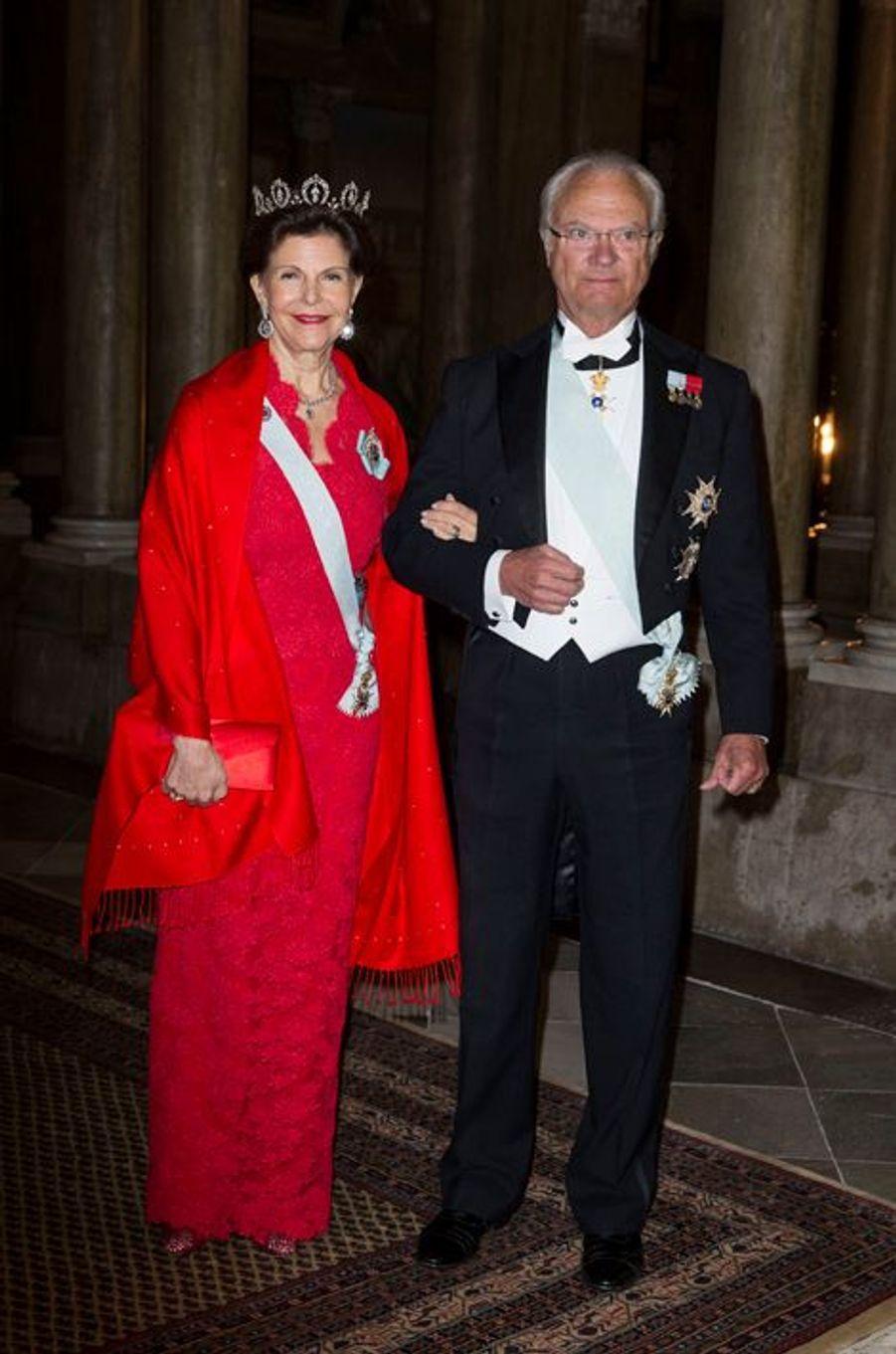 La reine Silvia et le roi Carl XVI Gustaf de Suède au Palais royal à Stockholm, le 3 février 2016