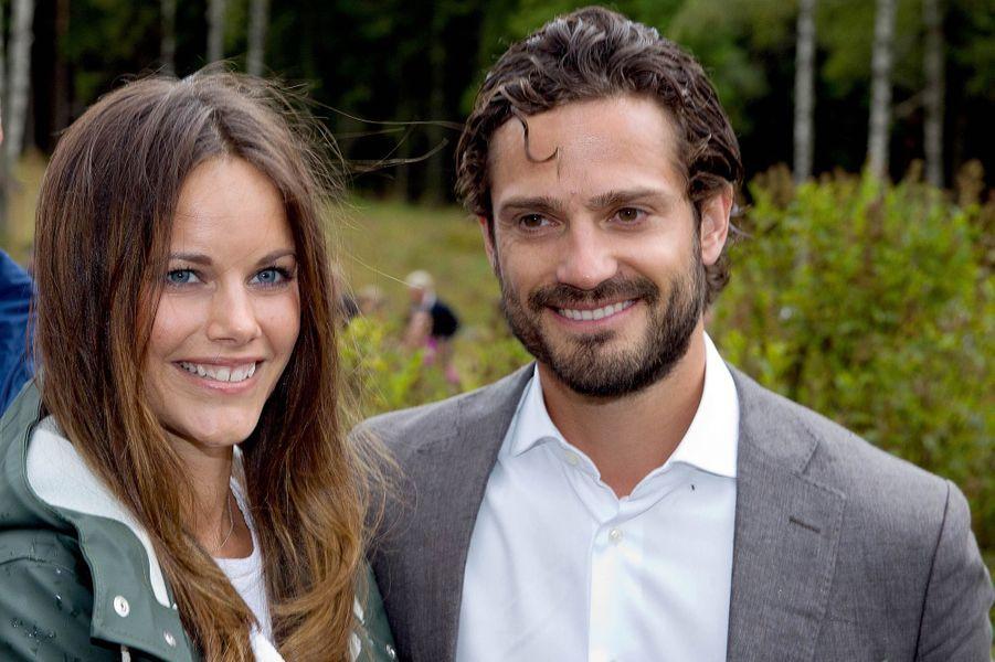 La princesse Sofia et le prince Carl Philip de Suède dans la réserve naturelle de Bymossarna, le 26 août 2015