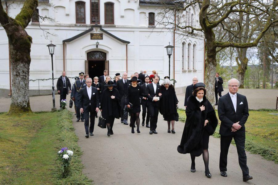 La famille royale de Suède aux obsèques du baron Niclas Silfverschiöld à Alingsas, le 11 mai 2017