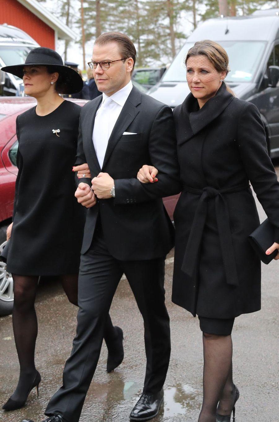 La princesse Victoria et le prince Daniel de Suède avec la princesse Märtha Louise de Norvège à Alingsas, le 11 mai 2017