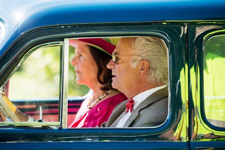 La reine Silvia et le roi Carl XVI Gustaf de Suède sur l'île d'Oland, le 27 août 2016