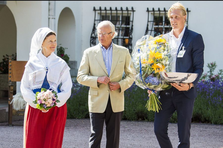 La reine Silvia et le roi Carl XVI Gustaf avec Kim Nilsson, le 7 juillet 2015
