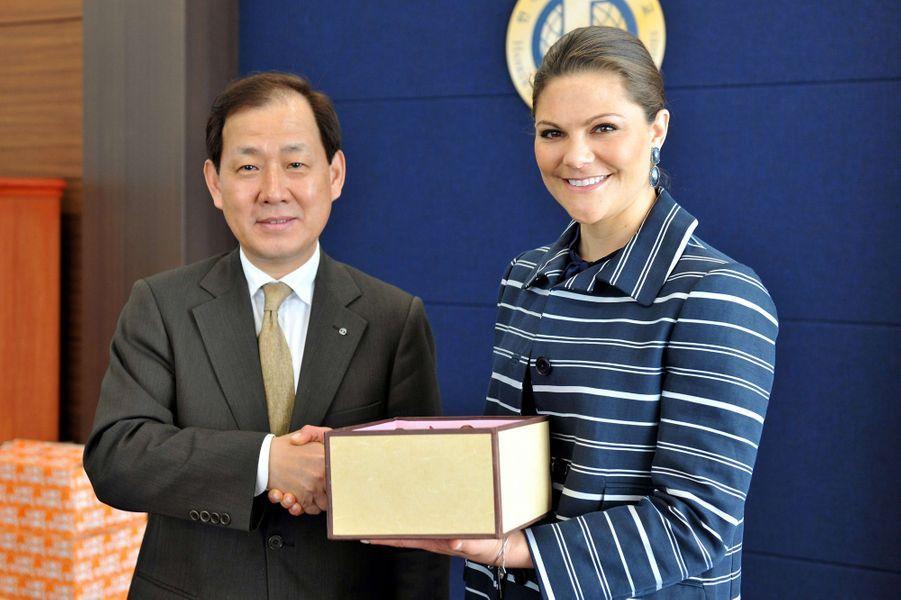 La princesse Victoria de Suède à l'université Hankuk des études étrangères à Séoul, le 25 mars 2015