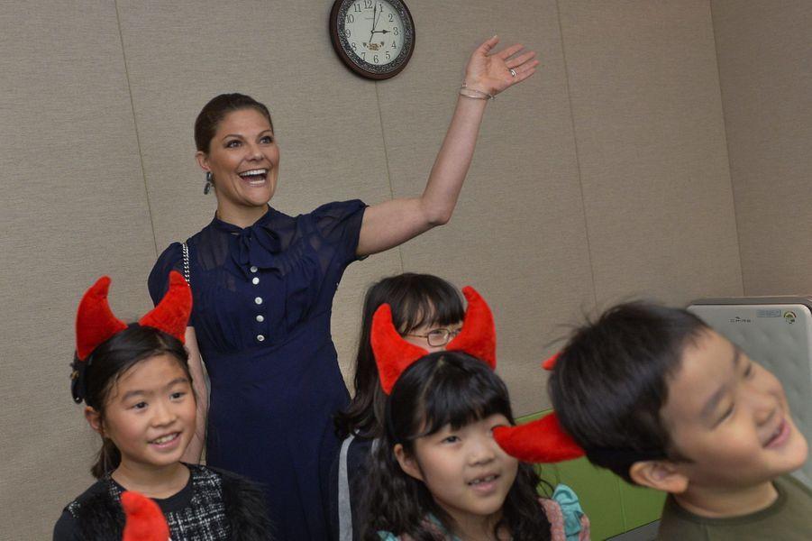 La princesse Victoria de Suède à la Bibliothèque nationale pour les enfants et les jeunes adultes à Séoul, le 25 mars 2015