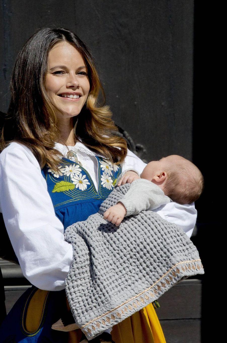 La princesse Sofia de Suède avec le prince Alexander, le 6 juin 2016