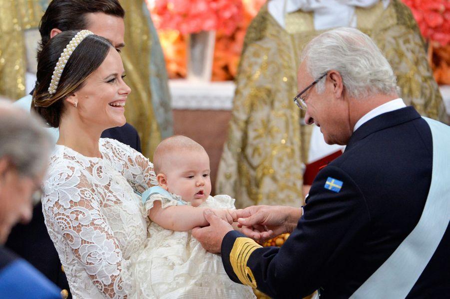 La princesse Sofia de Suède avec le prince Alexander et le roi Carl XVI Gustaf, le 9 septembre 2016