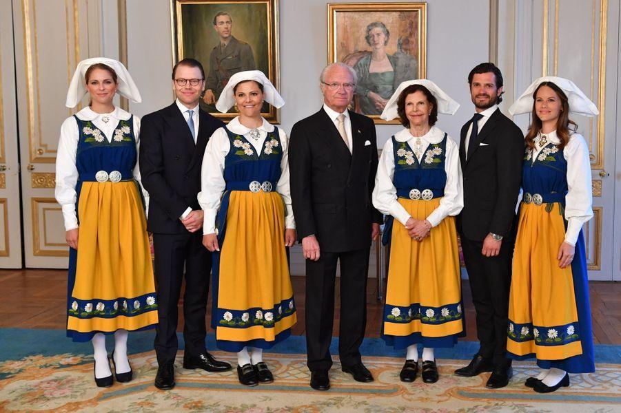 Les princesses Madeleine, Victoria et Sofia de Suède avec la famille royale, le 6 juin 2016