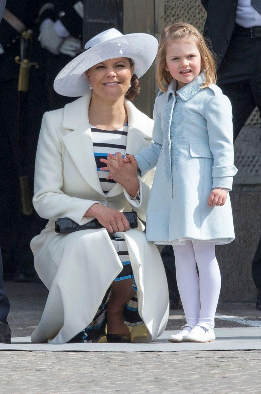 La princesse Victoria de Suède avec la princesse Estelle, le 30 avril 2016