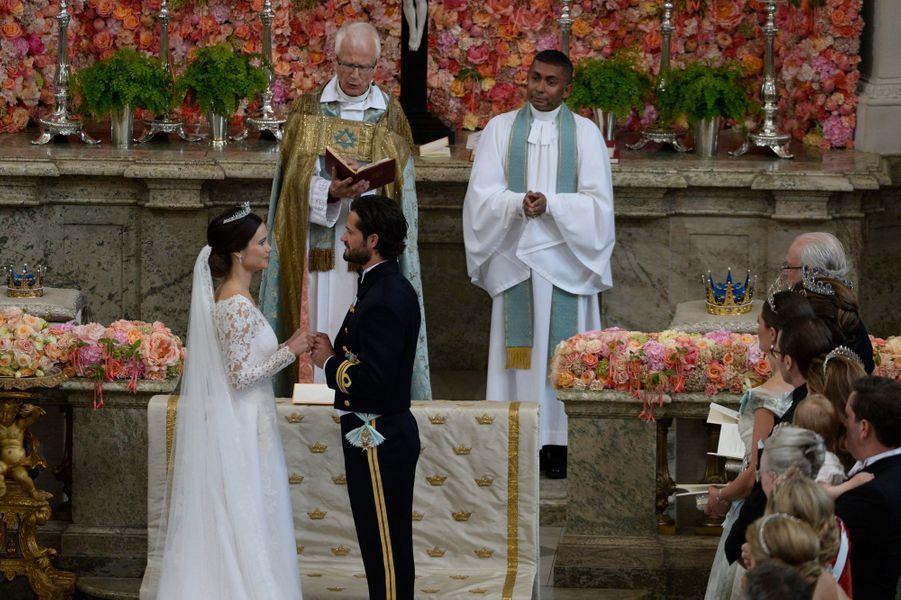 Sofia Hellqvist et le prince Carl Philip de Suède le jour de leur mariage, le 13 juin 2015