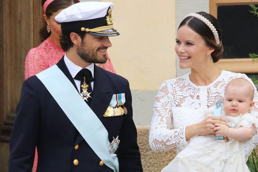 La princesse Sofia et le prince Carl Philip de Suède le jour du baptême de leur fils le prince Alexander, le 9 septembre 2016
