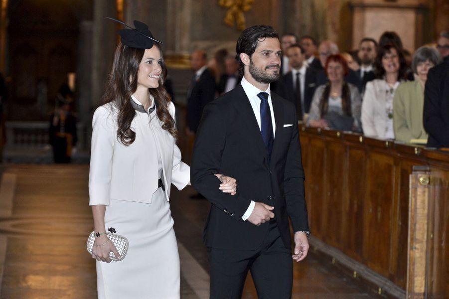 Sofia Hellqvist et le prince Carl Philip de Suède le jour de la publication des bancs de leur mariage, le 17 mai 2015