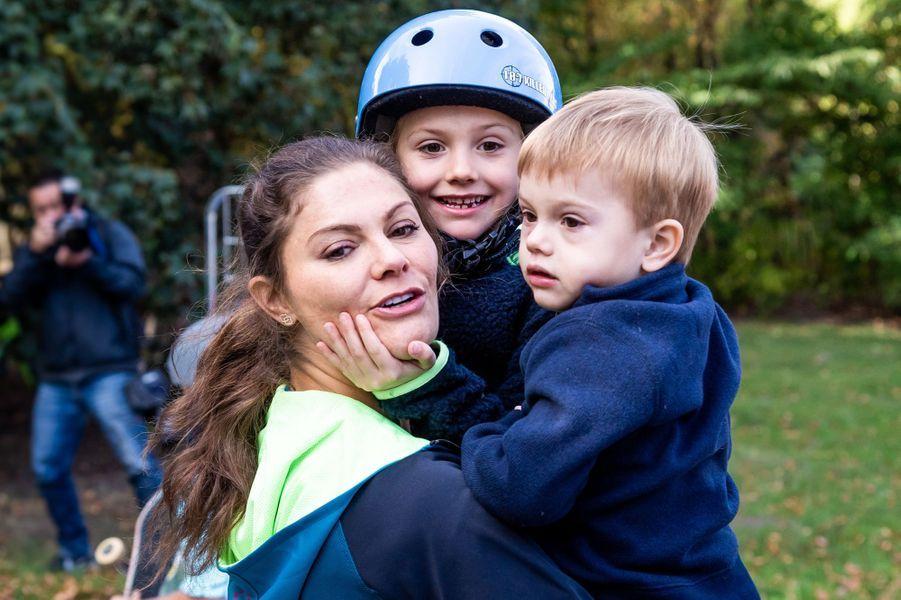 La princesse Victoria de Suède avec ses enfants, à Solna le 16 septembre 2018