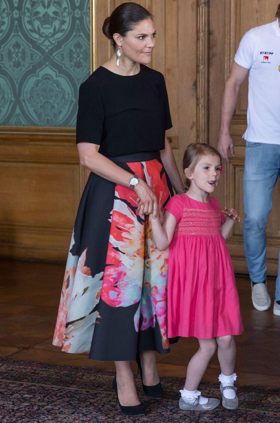 Les princesses Victoria et Estelle de Suède à Stockholm, le 22 mai 2017