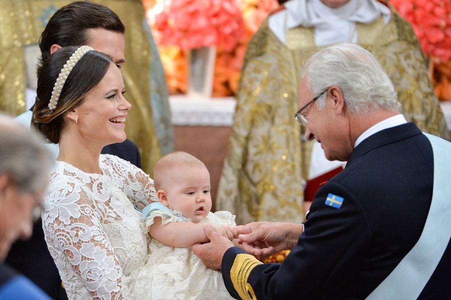 Le prince Alexander de Suède avec la princesse Sofia et le roi Carl XVI Gustaf à Stockholm, le 9 septembre 2016