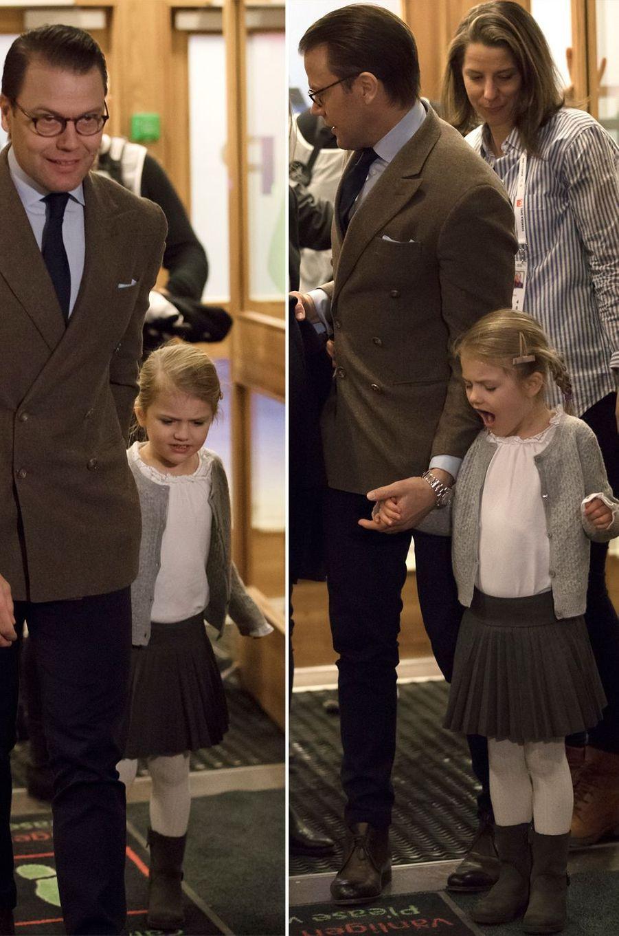 La princesse Estelle de Suède et son père le prince consort Daniel arrivent au Hovet à Stockholm, le 4 décembre 2016
